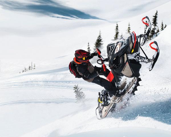 Ski-Doo Summit Expert 2022 Action